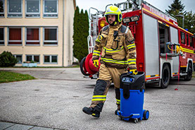 SHG Spechtenhauser wet  vacuum cleaner Mini-Aquatix in operation